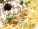 Рецепта Спагети със сос от шпроти или аншоа, каперси, орехи и маслини